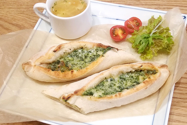 ソレントピザ(ホウレンソウ)